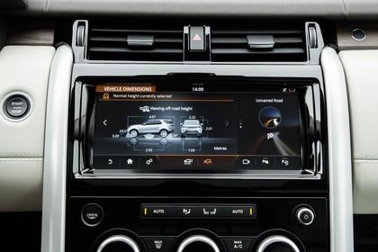 Land Rover Discovery LR Innenansicht Detail statisch weiß schwarz Entertainment
