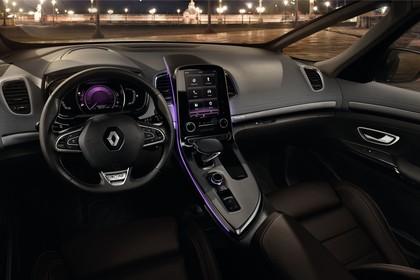 Renault Espace RFC Innenansicht statisch Vordersitze und Armaturenbrett fahrerseitig