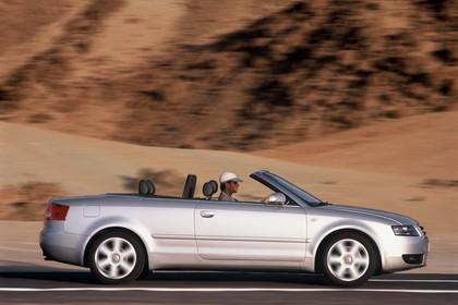 Audi A4 Cabrio B6 Aussenansicht Seite dynamisch silber