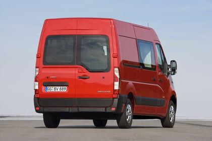 Opel Movano Kastenwagen Aussenansicht Heck schräg statisch rot