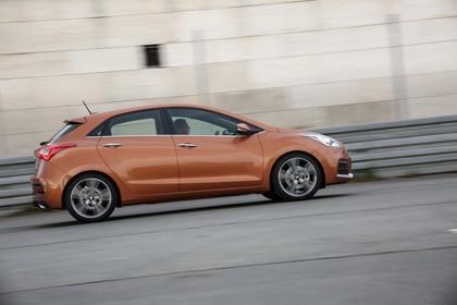 Hyundai i30 GD/GDH Aussenansicht Seite dynamisch braun