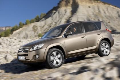 Toyota RAV4 XA3 Facelift Aussenansicht Seite schräg dynamisch braun