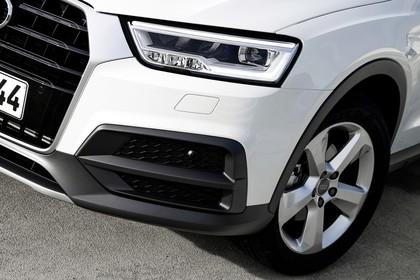 Audi Q3 Aussenansicht Front Detail Scheinwerfer statisch weiss