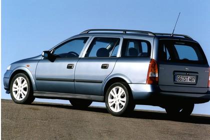 Opel Astra G Caravan Aussenansicht Heck schräg statisch silber