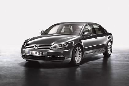 VW Phaeton 3D Facelift Aussenansicht Front schräg statisch Studio grau