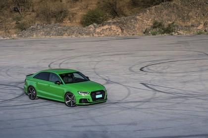 Audi RS3 Aussenansicht Front schräg erhöht statisch grün