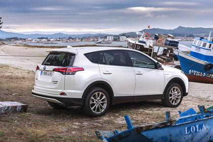 Toyota RAV4 (XA4) Aussenansicht Seite schräg statisch weiß