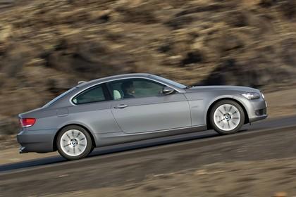 BMW 3er Coupé E92 Aussenansicht Seite dynamisch grau