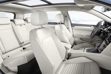 VW Passat B8 Variant Innenansicht Panorama Innenraum