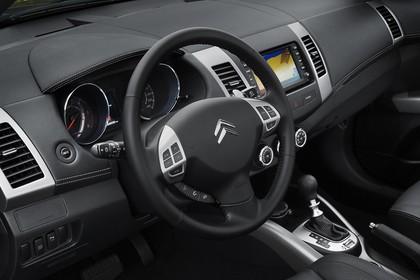 Citroën C-Crosser Innenansicht statisch Lenkrad und Armaturenbrett fahrerseitig