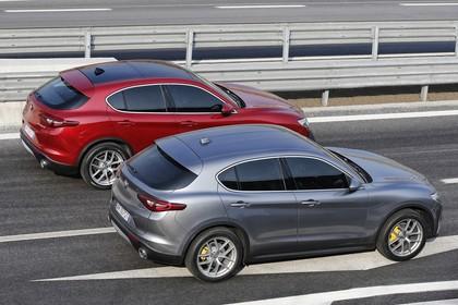 Alfa Romeo Stelvio 949 Aussenansicht Seite schräg erhöht statisch rot grau