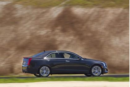 Cadillac ATS Limousine Aussenansicht Seite schräg dynamisch grau