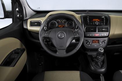 Opel Combo Tour Innenansicht Fahrerposition Studio statisch beige