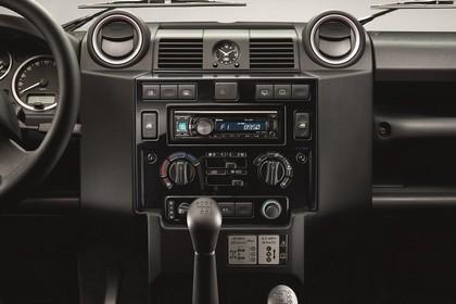 Land Rover Defender Dreitürer Studio Innenansicht Armaturenbrett statisch schwarz