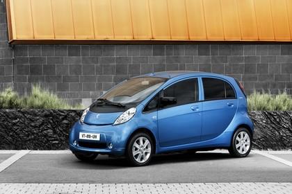 Peugeot iOn Aussenansicht Front schräg statisch blau