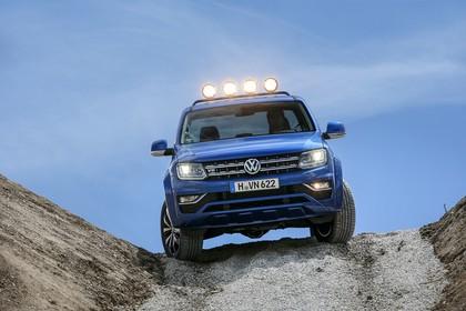 VW Amarok Aussenansicht Front dynamisch blau