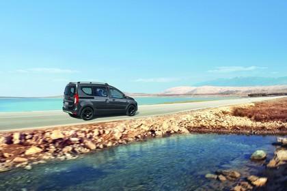 Dacia Dokker Stepway SD Aussenansicht Seite schräg dynamisch grau