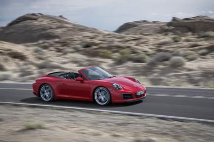 Porsche 911 Carrera S Cabriolet 991.2 Aussenansicht Seite schräg dynamisch rot