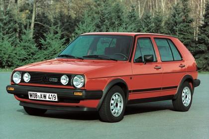 VW Golf 2 GTD Aussenansicht Front schräg statisch rot