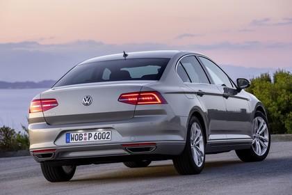 VW Passat B8 Aussenansicht Heck schräg statisch silber