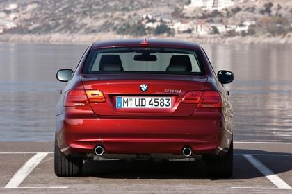 BMW 3er Coupé E92 LCI Aussenansicht Heck statisch rot