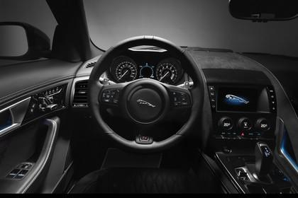 Jaguar F-Type SVR Cabriolet QQ6 Innenansicht statisch Studio Armaturenbrett fahrerseitig