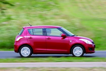 Suzuki Swift NZ Aussenansicht Seite dynamisch rot
