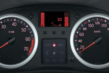 Renault Clio B Facelift Fünftürer Innansicht statisch Studio Detail Tacho