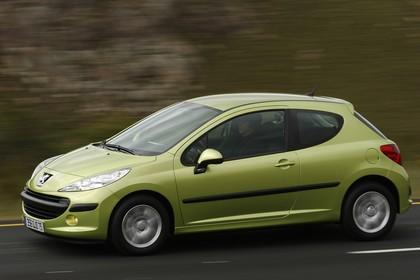 Peugeot 207 W Dreitürer Aussenansicht Seite schräg dynamisch grün