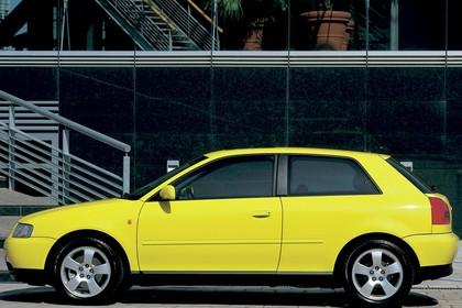Audi A3 8L Aussenansicht Seite statisch gelb