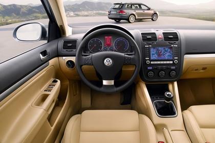 VW Golf 5 Variant Innenansicht statisch Vordersitze und Armaturenbrett fahrerseitig