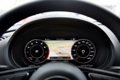 Audi A3 8V Cabrio Innenansicht Detail Kombiinstrument statisch schwarz