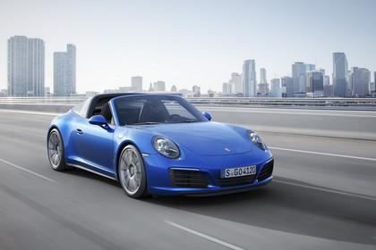 Porsche 911 Targa 4S 991.2 Aussenansicht Front schräg dynamisch blau