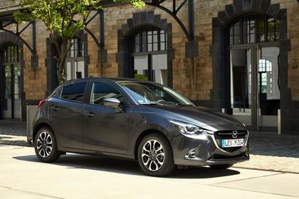 Mazda 2 DJ Aussenansicht Front schräg statisch grau