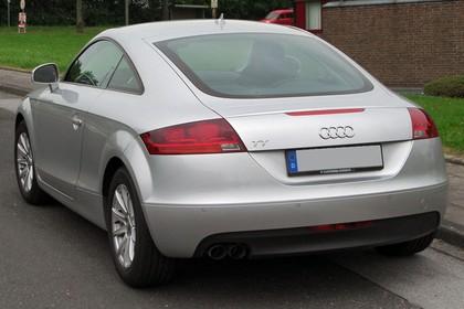 Audi TT 8J Aussenansicht Heck schräg statisch silber
