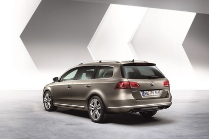 VW Passat Variant B7 Aussenansicht Heck schräg statisc Studio braun