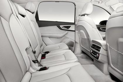 Audi Q7 4M Innenansicht Rücksitzbank Studio statisch weiss