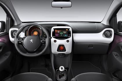 Peugeot 108 Innenansicht statisch Studio Vordersitze und Armaturenbrett
