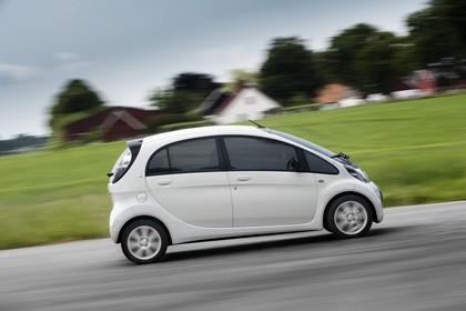 Citroën C-Zero Aussenansicht Seite dynamisch weiss