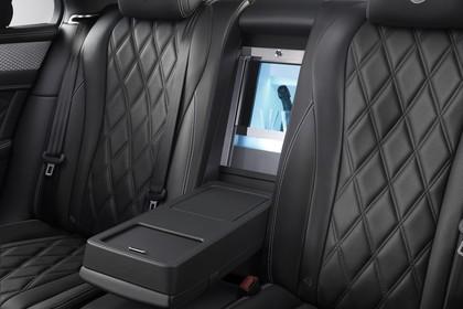 Bentley Flying Spur Innenansicht statisch Studio Detail Rücksitze und Flaschenkühler