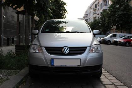 VW Fox 5Z Aussenansicht Front statisch silber