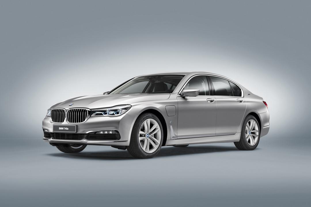 BMW 7er G11 G12 Aussenanansicht Front Schrag Studio Statisch Silber
