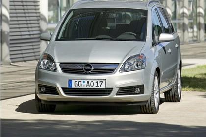 Opel Zafira B Aussenansicht Front statisch silber
