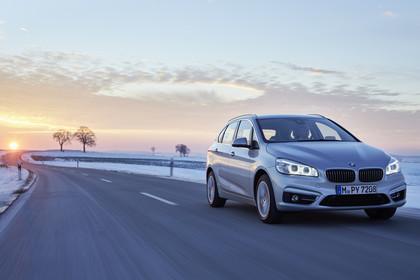 BMW 2er Active Tourer Aussenansicht Front schräg dynamisch silber
