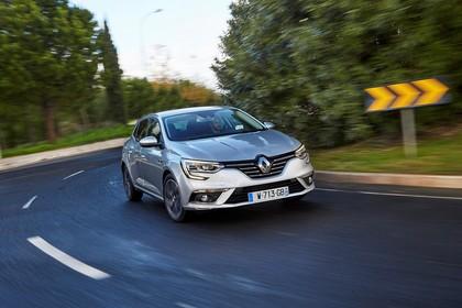 Renault Megane IV Aussenansicht Front schräg dynamisch silber