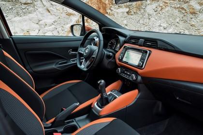 Nissan Micra K14 Innenansicht statisch Vordersitze und Armaturenbrett beifahrerseitig