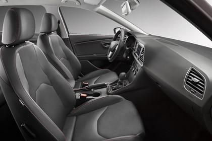 SEAT Leon ST 5F Innenansicht Vordersitze und Armaturenbrett beifahrerseitig