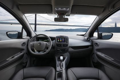 Renault ZOE Innenansicht statisch Vordersitze und Armaturenbrett
