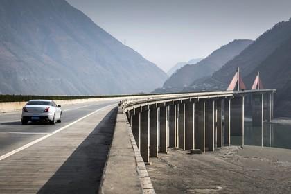 Jaguar XJ X351 Aussenansicht Heck schräg dynamisch weiss