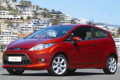 Ford Fiesta JA8 Dreitürer Aussenansicht Front schräg statisch rot